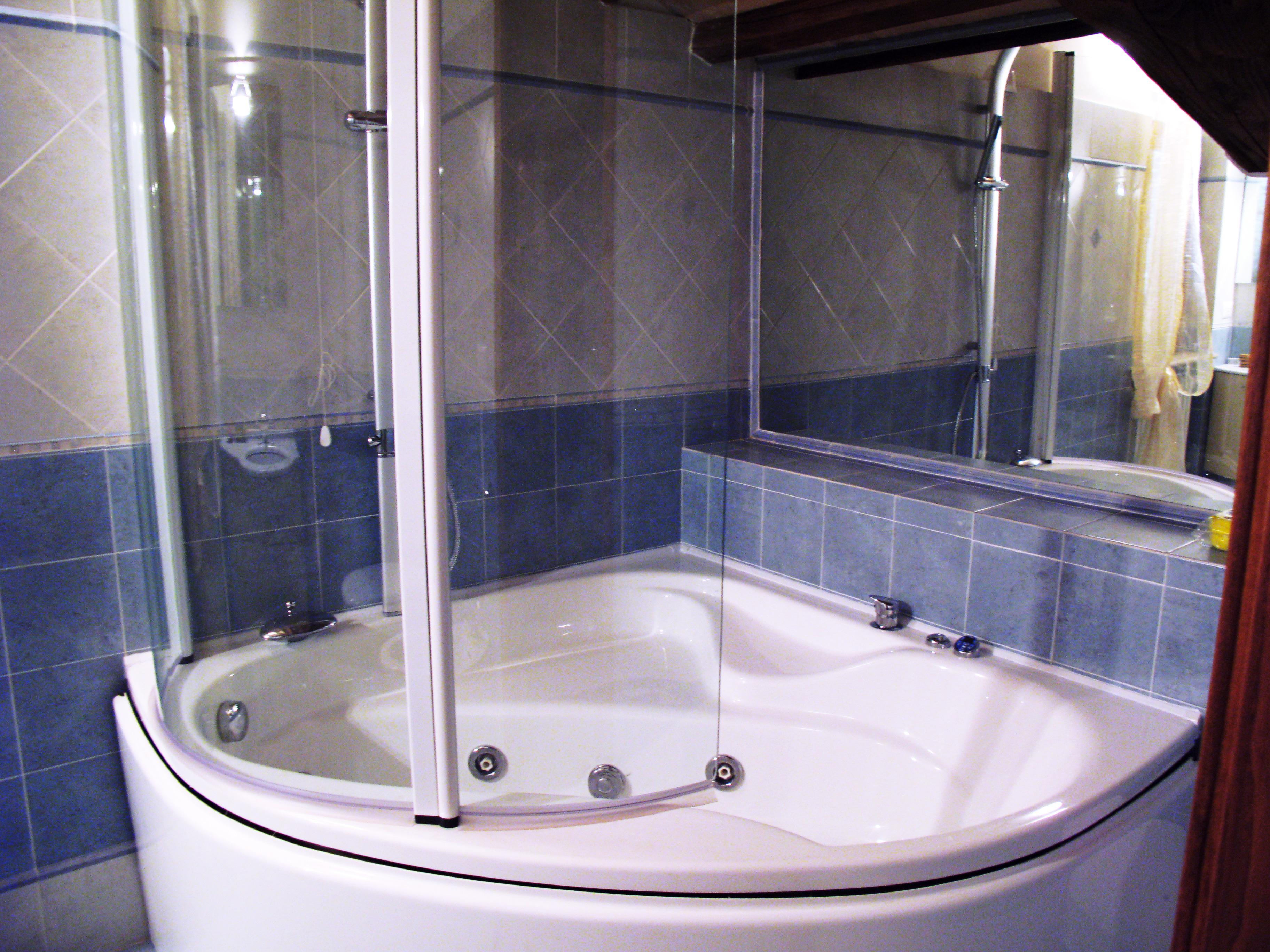 Vasca con idromassaggio Appartamento a Podere Marcampo